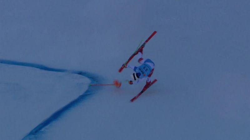 Швейцарский горнолыжник перекувыркнулся так, что лыжа взлетела метров на 10