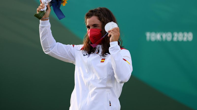 Eslalon | Una emocionada Maialen Chourraut recibe la medalla de plata