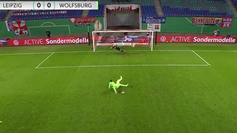 ¡Tierra trágame! El penalti peor lanzado de la tempoorada en la copa alemana
