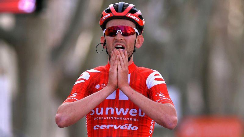 Tiesj Benoot a câștigat etapa a 6-a după ce liderul Schachmann a căzut pe finalul cursei