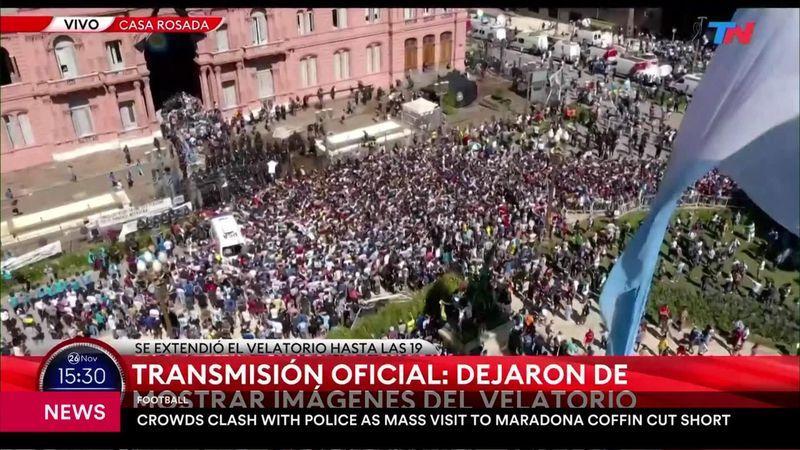 Люди штурмовали ограду президентского дворца и дрались с полицией, чтобы проститься с Марадоной