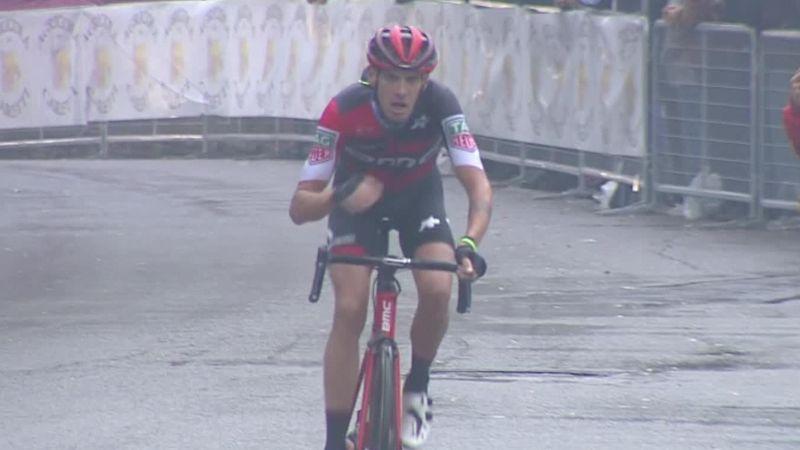Capolavoro di Alessandro De Marchi: attacca a oltre 20 km e vince il Giro dell'Emilia