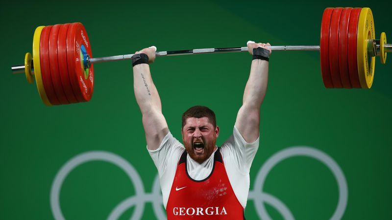 Mit dreifachem Weltrekord zu Gold! Talachadse schreibt Geschichte