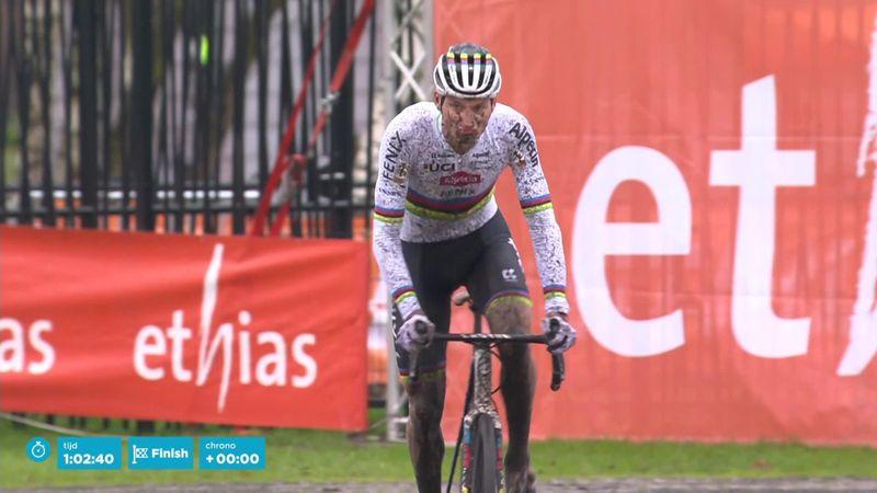 Van der Poel storms to cyclo-cross Ethias victory in Essen
