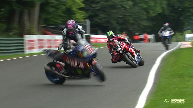Superbike: Accident spectaculos în campionatul britanic