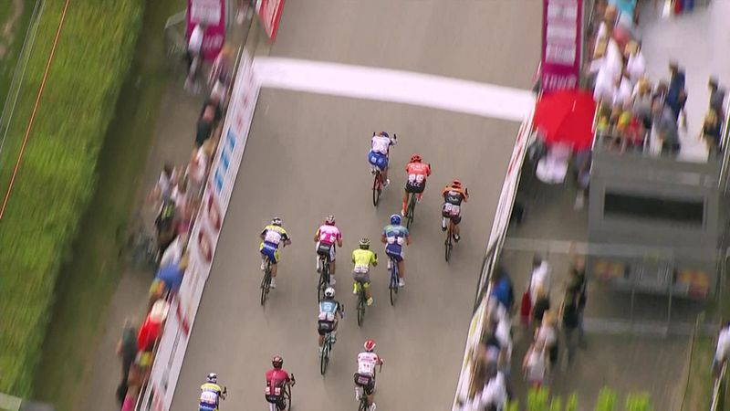 Demare takes victory in bunched sprint