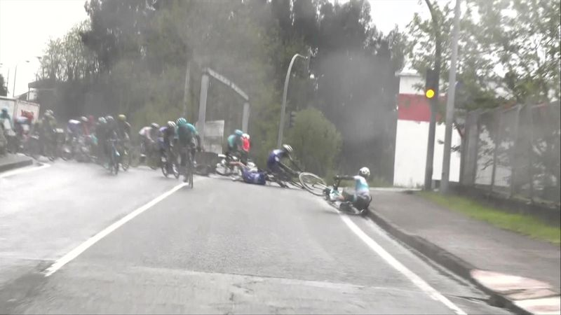 Vuelta al Pais Vasco - stage 4 : crash 6km involving Alexey Lutsenko