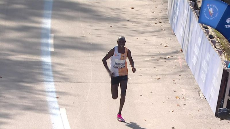 New York Marathon   Debuutoverwinning Jepkosgei; Zege Kamworor bij mannen
