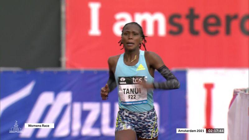 Angela Tanui vuela para llevarse el maratón de Ámsterdam