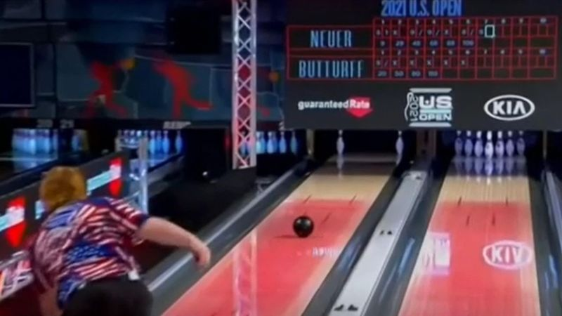 Fast unmöglicher Wurf: Bowler lässt Kommentatoren ausrasten