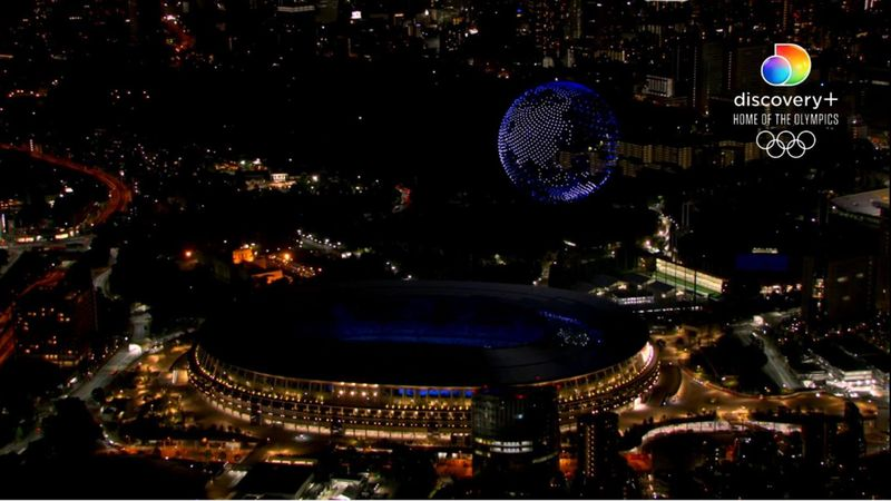 Droner en masse over Tokyo: Danner jordklode over stadion
