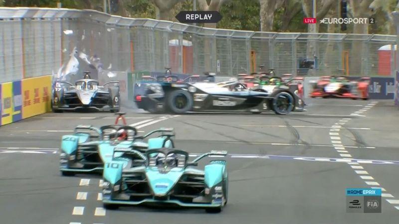 ¡Desastre de Mercedes! Vandoorne perdió el control y echó a De Vries