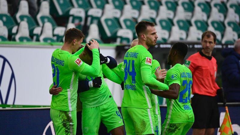Wolfsburg win again after calamitous Hertha own goal
