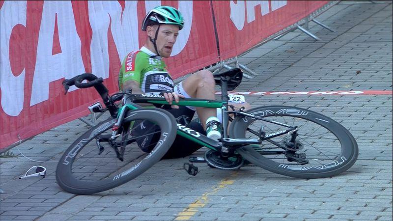 Беннетт шел вторым и грохнулся за 300 метров до финиша