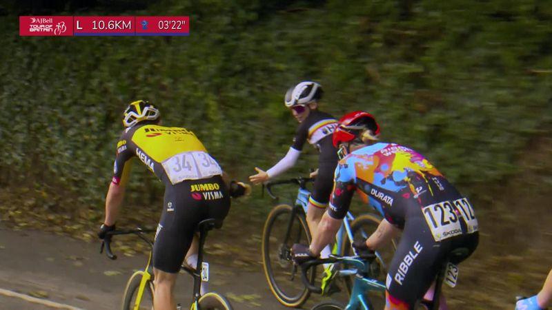 Le beau geste du jour : Quand Eenkhoorn offre son bidon à un enfant qui suit la course en vélo