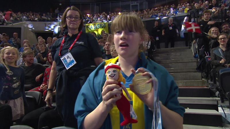 Young fan ecstatic after Sjostrom gives away gold medal