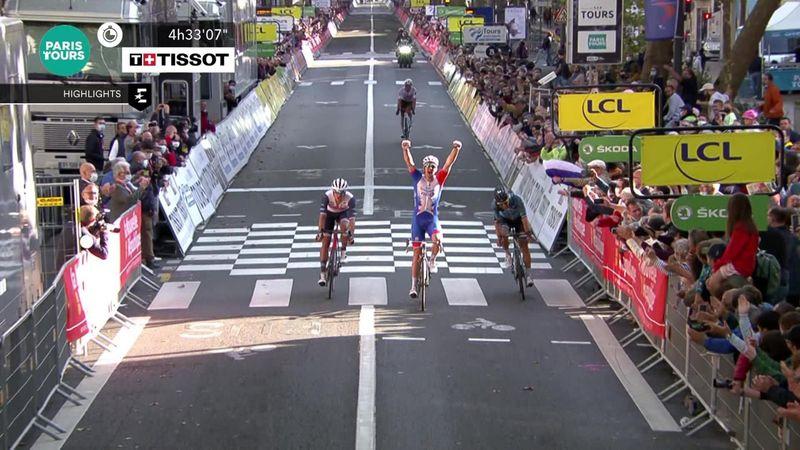 Arnaud Demare, victorie în Paris-Tours, după o cursă de un dramatism extrem