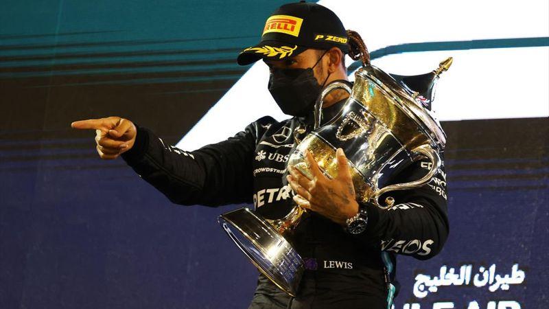 Resumen GP Bahrein: Hamilton puede con Verstappen; Alonso abandona