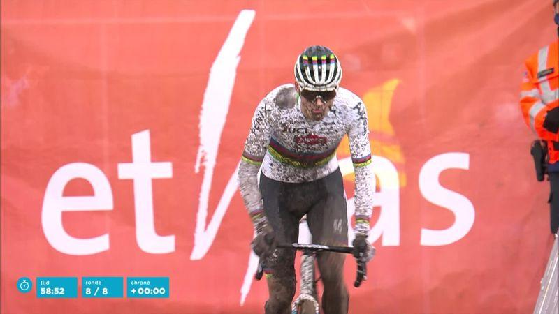 Van der Poel dominates to win in Bredene