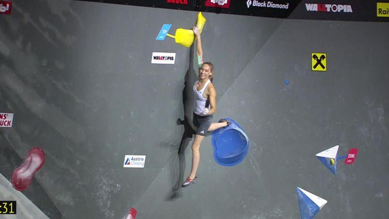 Janja Garnbret trionfa nella finale del boulder e poi scoppia in lacrime
