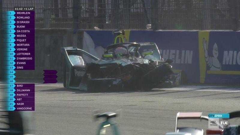 'Absolute chaos' - Piquet crashes in Mexico City