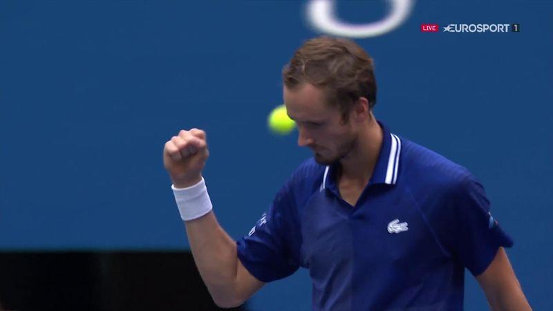 Encore une fois, Djokovic lâche la 1re manche : les moments forts du set remporté par Medvedev