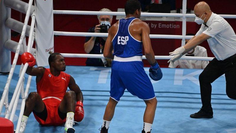 Boxeo | Polémica derrota a los puntos de Enmanuel Reyes Pla, que no luchará por las medallas