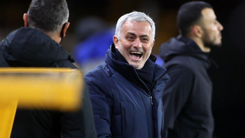 """Mourinho ironise sur le mentor Bielsa : """"Moi, je suis juste le disciple de mon père"""""""