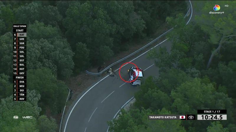 Her går det galt for WRC-føreren – hjulet i full fyr