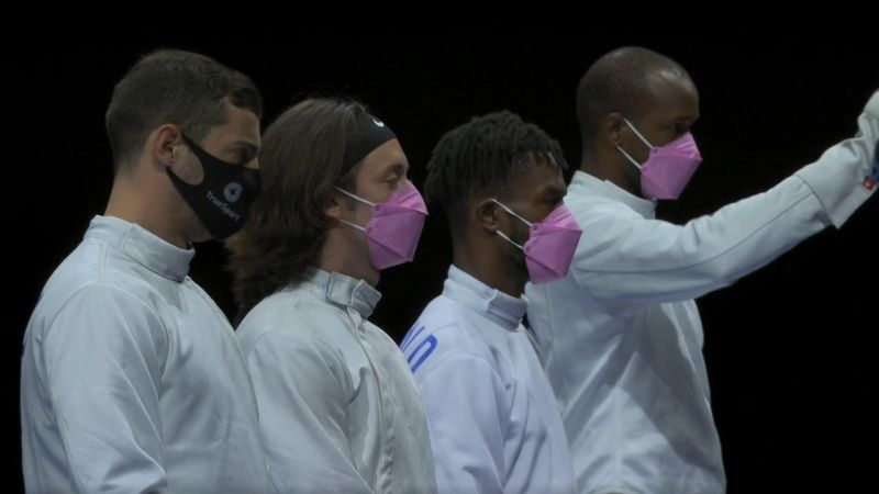 Pinke Masken vor Wettkampf: US-Fechter mit Zeichen gegen Teamkollegen