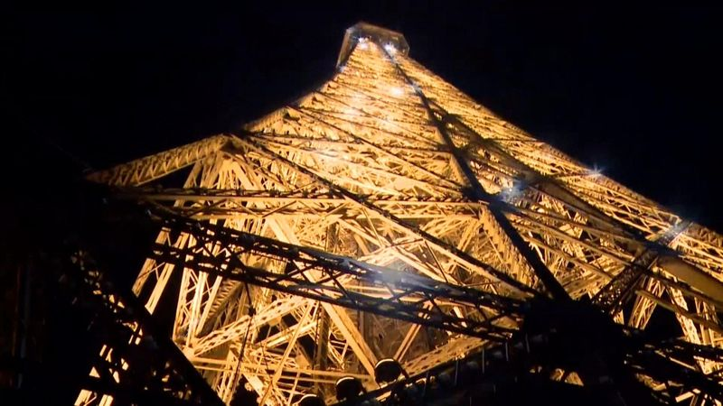 Runner ascends Eiffel Tower in under eight minutes