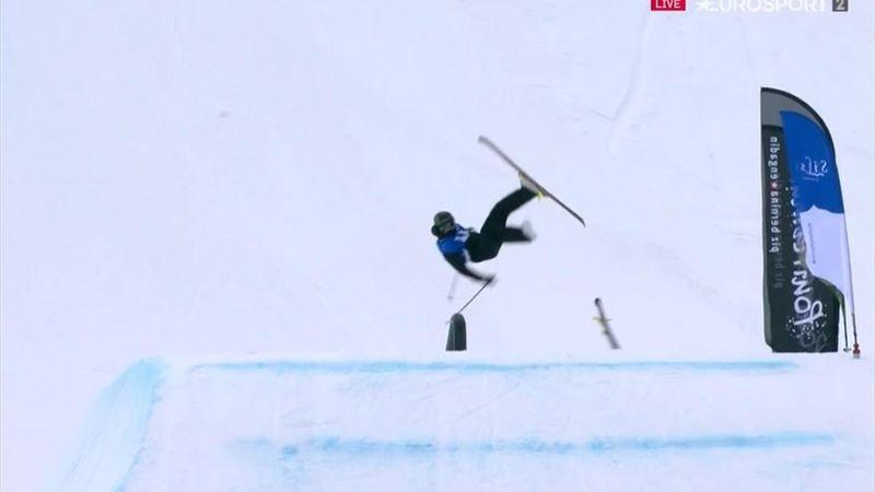 Genialidad absoluta: pierde un esquí... ¡y cierra un mortal a una pierna!