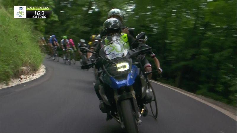 Tour de Slovenia: Una moto asusta a los ciclistas y casi provoca una caída