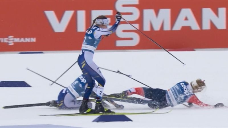 Sturz in der Spitzengruppe: Johaug und Karlsson räumen sich ab