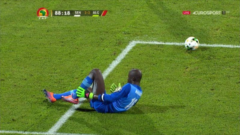 Senegal keeper kicks himself in calf, goes down injured against Algeria