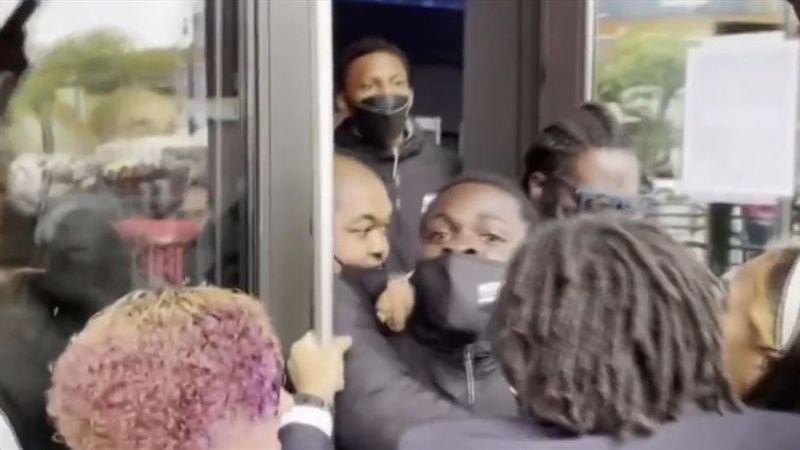 NBA: Tumulte bei Impf-Protest für Irving