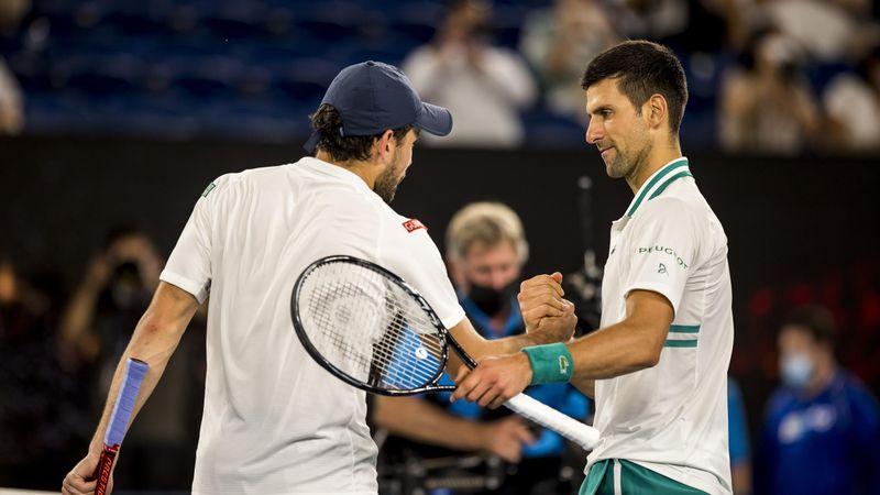 Highlights: Storspillende Djokovic er finaleklar efter 3-0 sejr over Karatsev