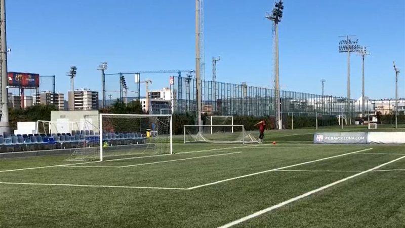 Mirotic despliega su talento con un gol olímpico en la sesión 'futbolera' del Barça de baloncesto