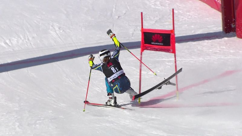 Шведская горнолыжница потеряла лыжу перед финишем