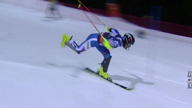 Хорошилов потерял лыжу во второй попытке и сделал ласточку