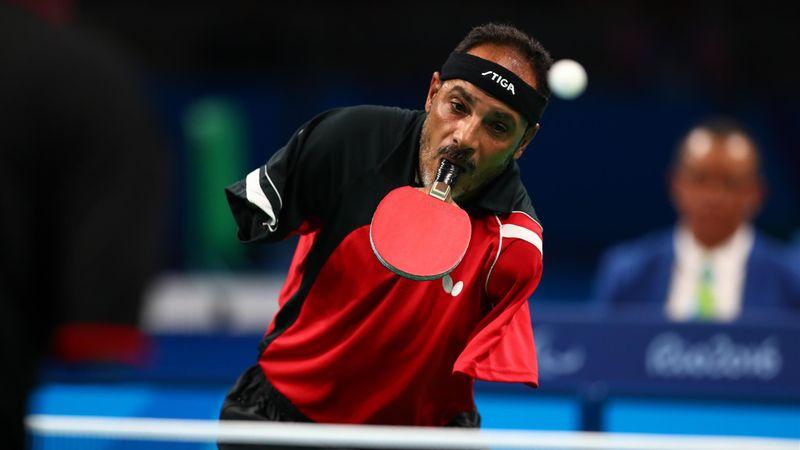 Volonté de fer et raquette en bouche : l'incroyable histoire d'Hamadtou, champion de ping-pong