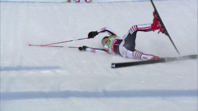 Девушка дико приземлилась на спину в соревнованиях фристайлистов