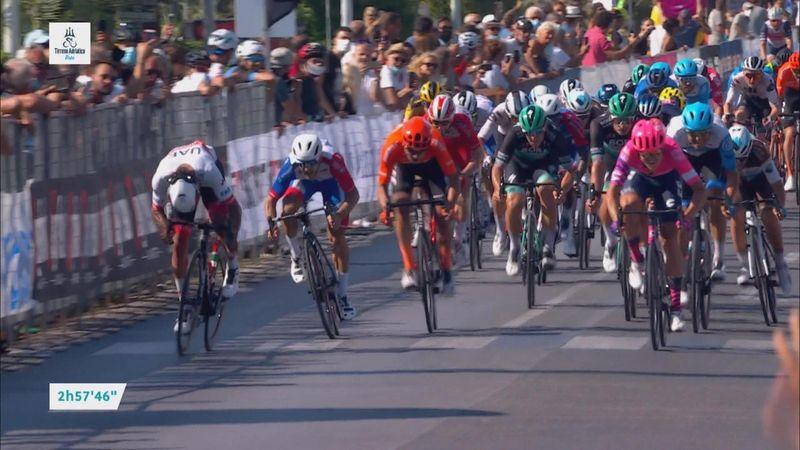 """A venit """"de nicăieri"""". Pascal Ackermann, victorie în fața lui Gaviria, în prima etapă din Tirreno"""