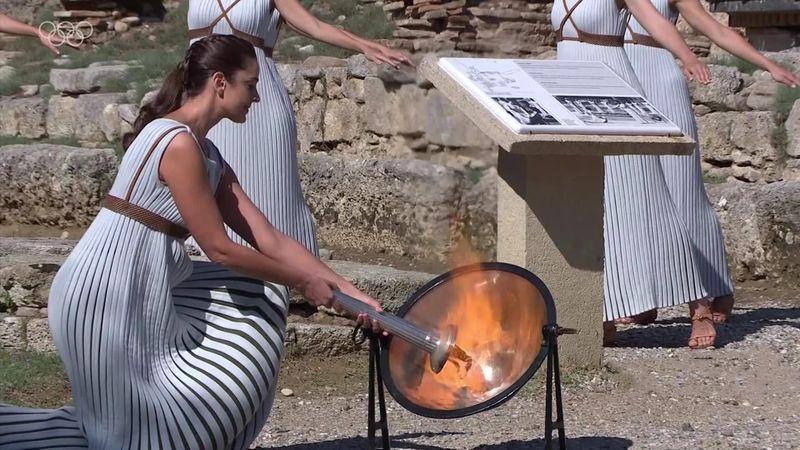 Olympisches Feuer für Peking in Griechenland entzündet