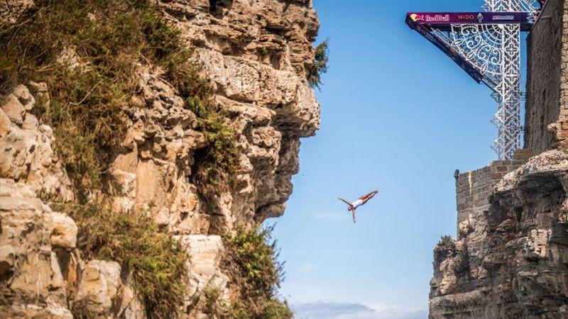 Tuffi grandi altezze a Polignano: è sempre uno spettacolo