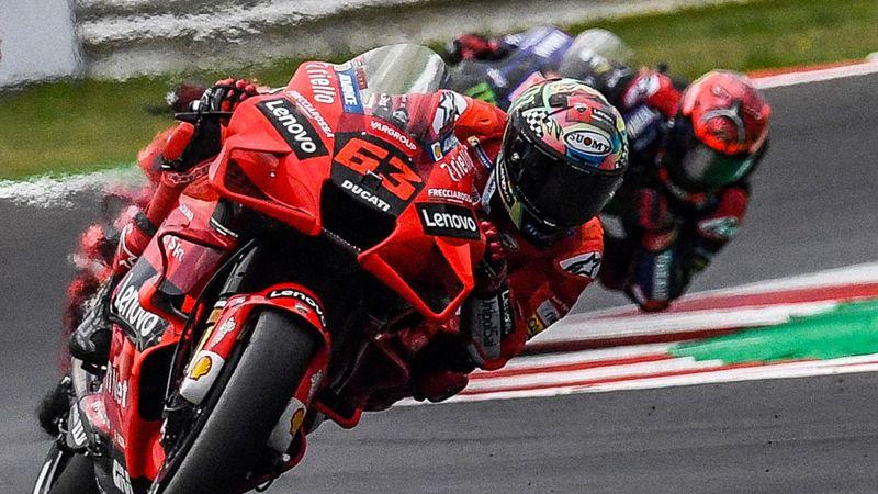 GP San Marino | Pecco Bagnaia klopt Fabio Quartararo, eerste podiumplek Bastianini