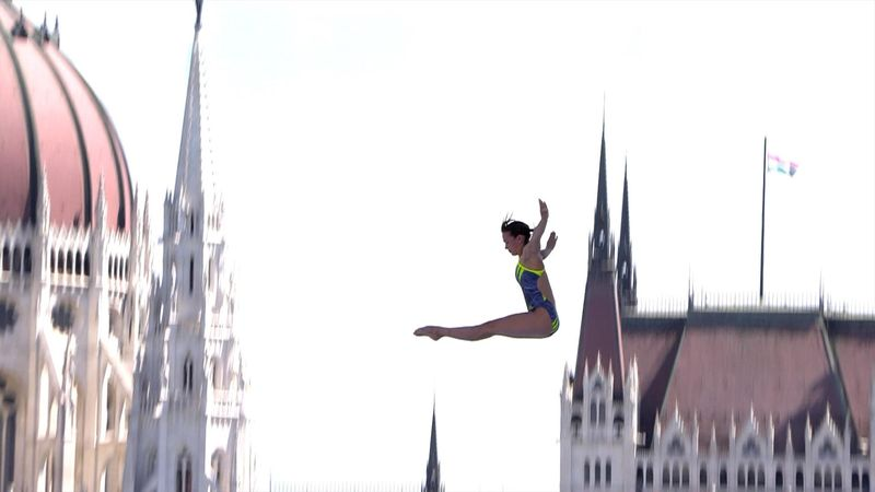 Bader pulls off a daring handstand dive in World Championships