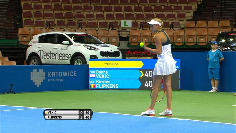 Terrible first serve from Donna Vekic flirts with baseline