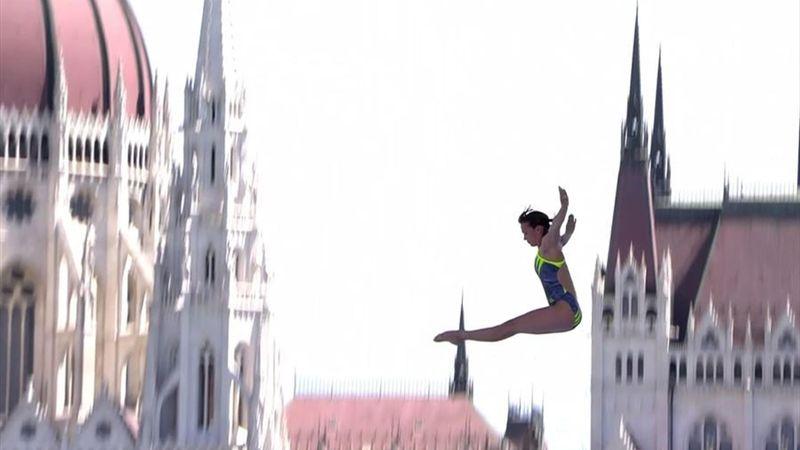 Handstand in 20 m Höhe - und ab! Bader überragt vor atemberaubender Kulisse