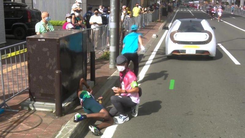 Helfer in Not: Auto macht sich beim Marathon selbstständig